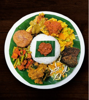 Traditional Nasi Ambeng (Comes with Mutton Rendang)